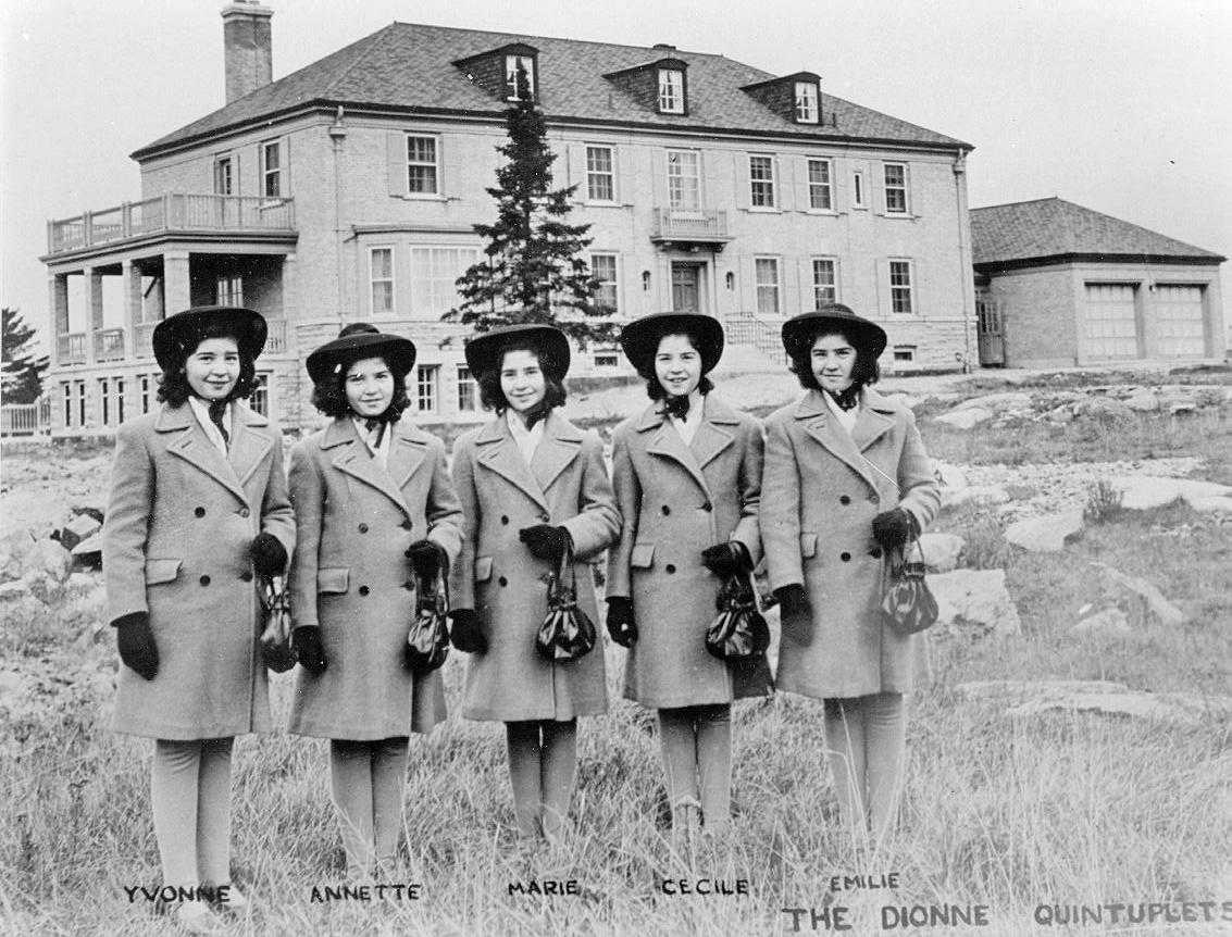 dionne quintuplets History repeated itself on sunday, as more than a thousand people stood outside of the dionne quintuplets' birth home in north bay, ont, hoping to see one of the two surviving identical sisters.