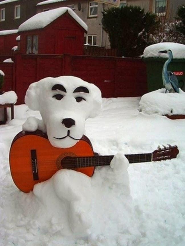 Который ещё и на гитаре играет