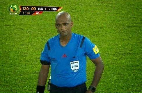 عاجل من غينيا: شاهد ماذا فعل المدرب التونسي مع الحكم بعد مهزلة مباراة الثمانية