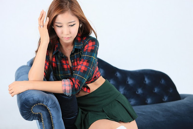 Cheon Bo Young Sexy in Mini Skirt