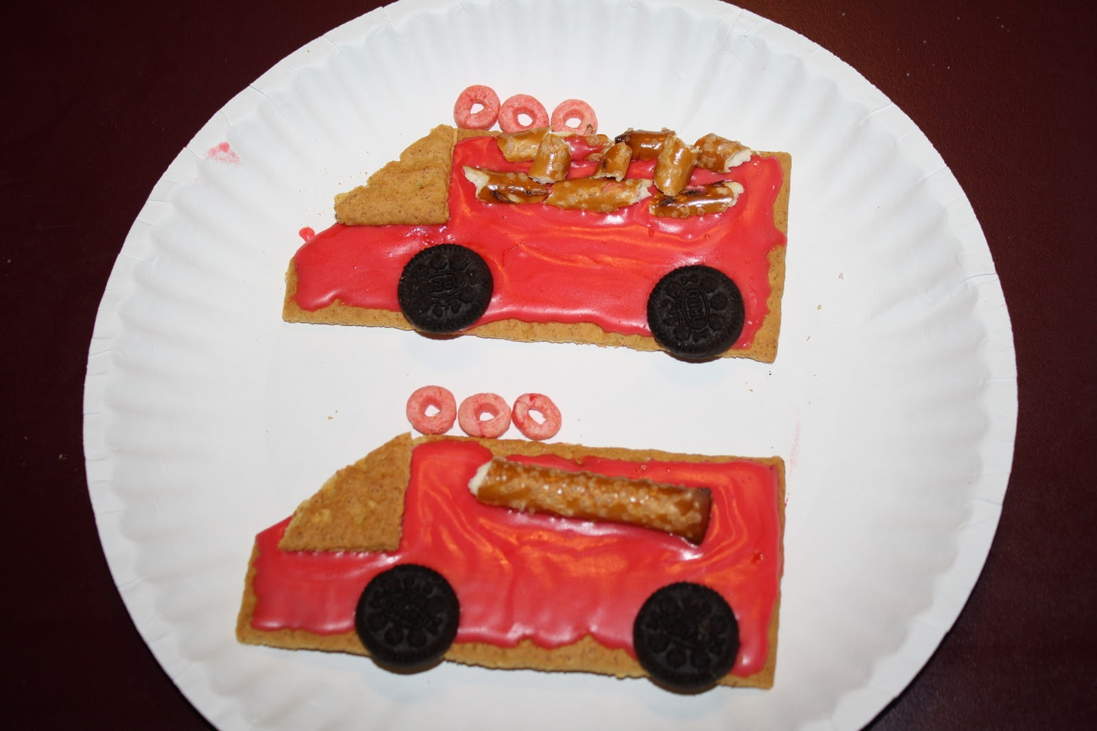 Fire Truck Graham Cracker Snack http://letslearnsomethingtogether.blogspot.com/2011/10/f-is-for-fire-safety.html