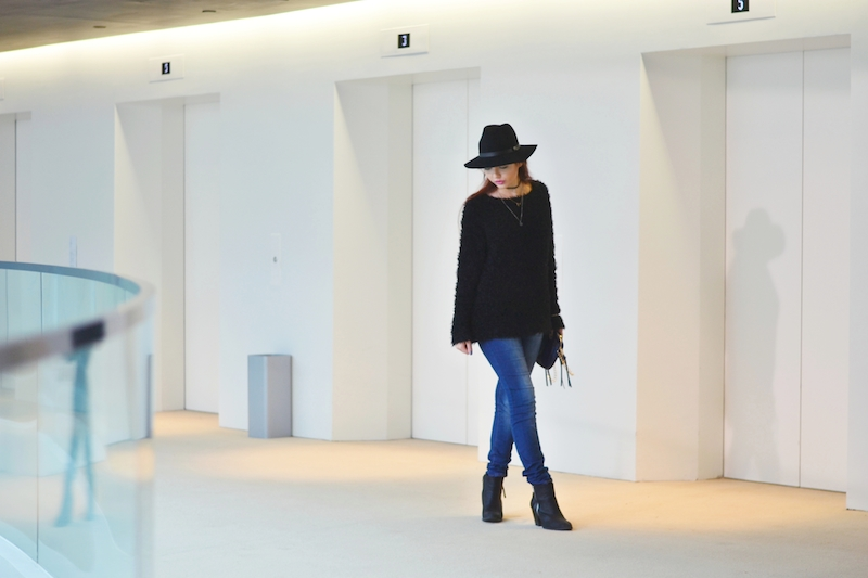Outfit_Hut_von_hm_flausch_Pullover_schwarz_Jeans