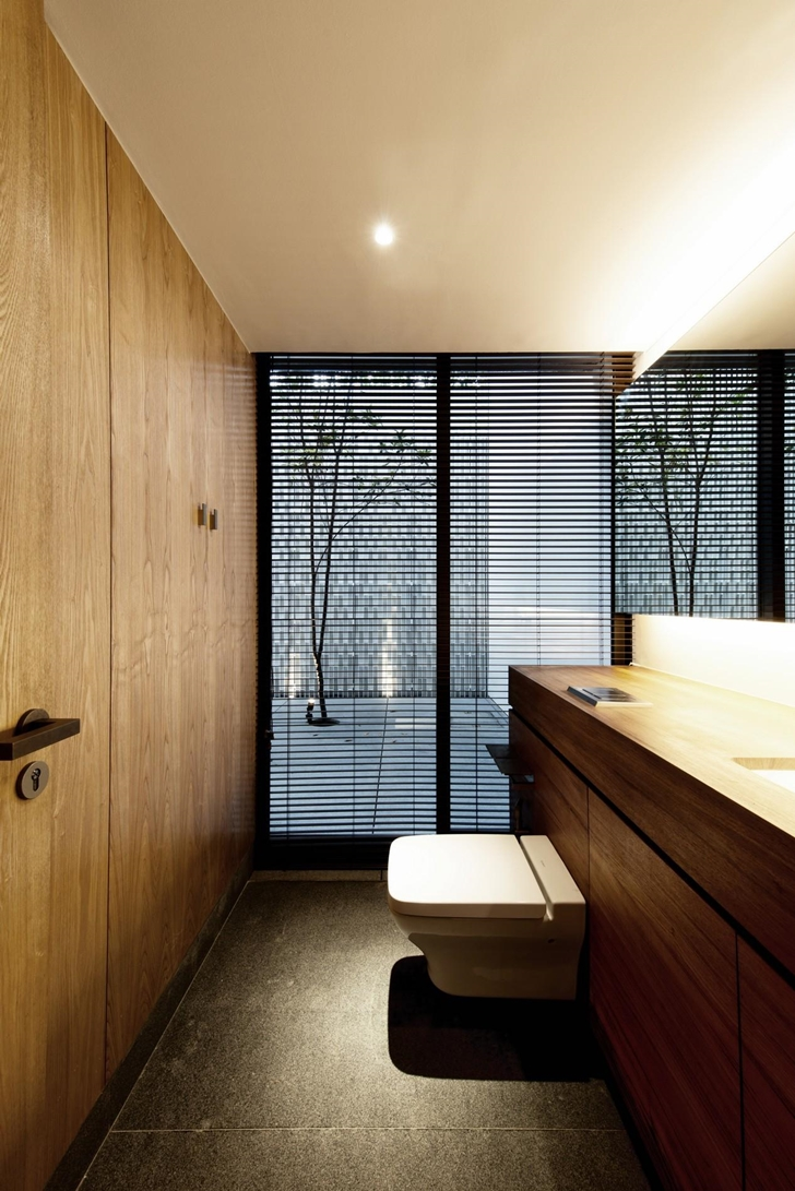 Small toilette room in The Wall House by FARM Architects