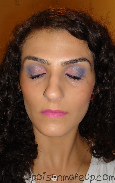Make colorida com azul e rosa detalhes