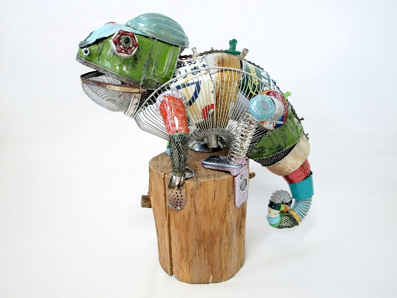 Animal sculptures made from recycled materials by natsumi for Things to make with recycled materials