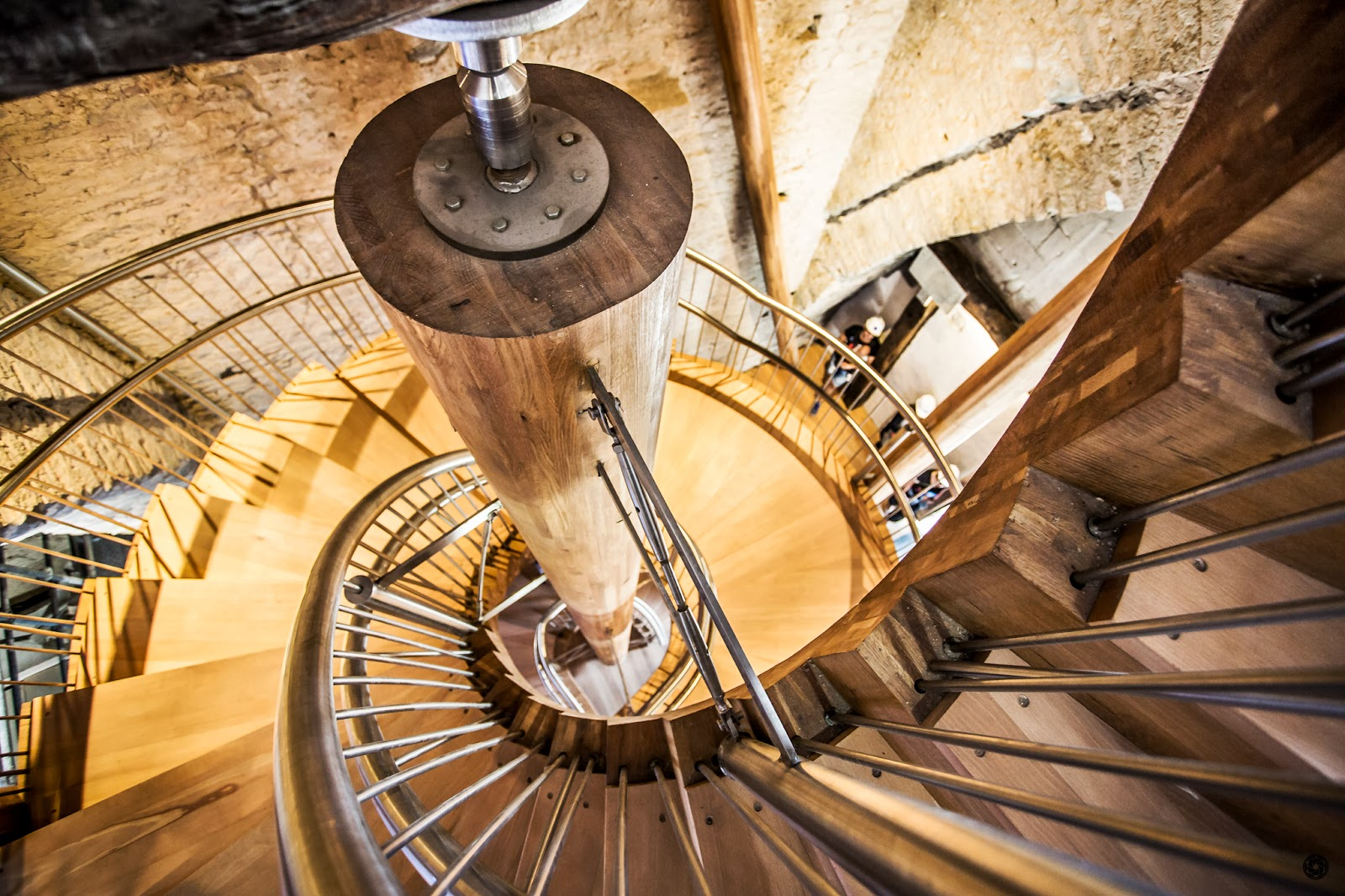 Nueva escalera de acceso a la torre (2) :: Canon EOS 5D MkIII | ISO1600 | Canon 17-40 @17mm | f/4.0 | 1/25s