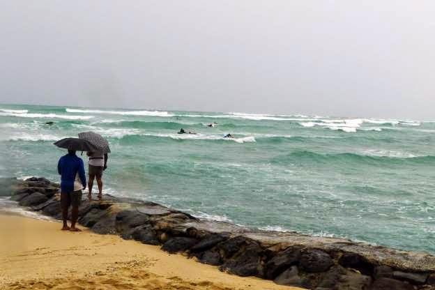 Storm passing 'dangerously close' to Hawaiian area
