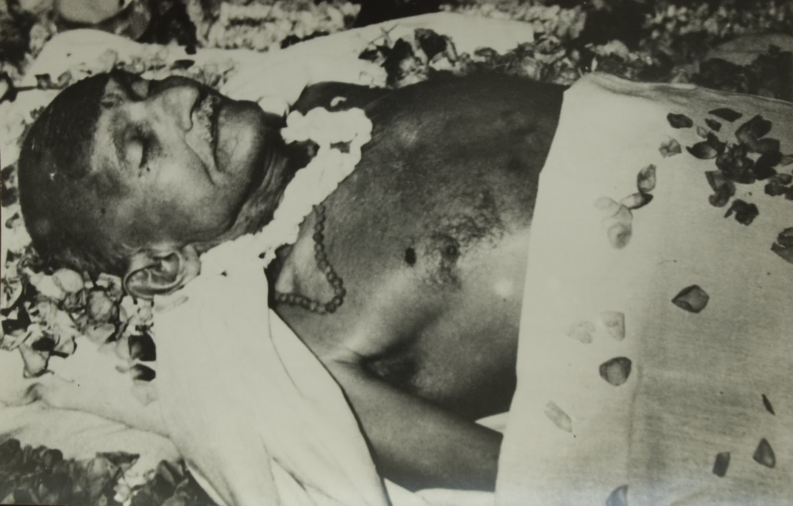 Mahatma Gandhi Funeral Rare Photos on 30 Year Anniversary T
