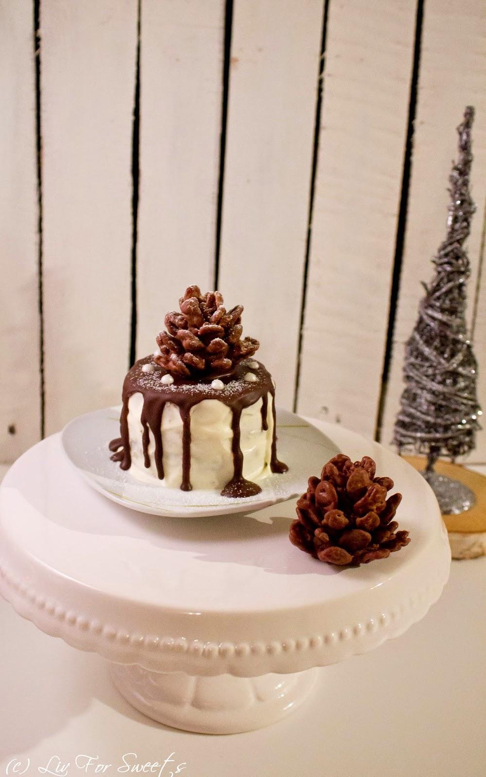 Schokobiskuit Apfelkonfitüre und Frischkäse-Sahne-Creme mit Schokolade und Mandeln, Tannenzapfen aus Schokoladenkuchen und Cornflakes, Winter, Weihnachten, Torte, Rezept auch für den Thermomix