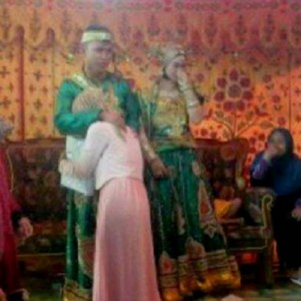 Sayu Bekas Kekasih Datang Peluk Kekasih Di Majlis Perkahwinan 2 Gambar