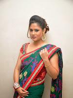 Shilpa Chakravarthy sizzling photos-cover-photo