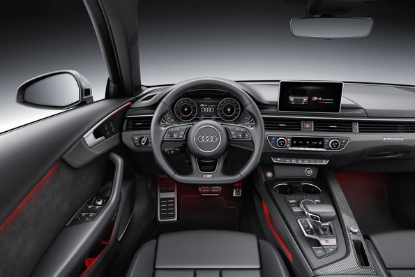アウディ新型S4セダンのインパネ画像