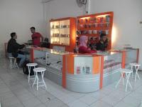 furniture interior semarang etalase display pajangan toko handphone smartphone02