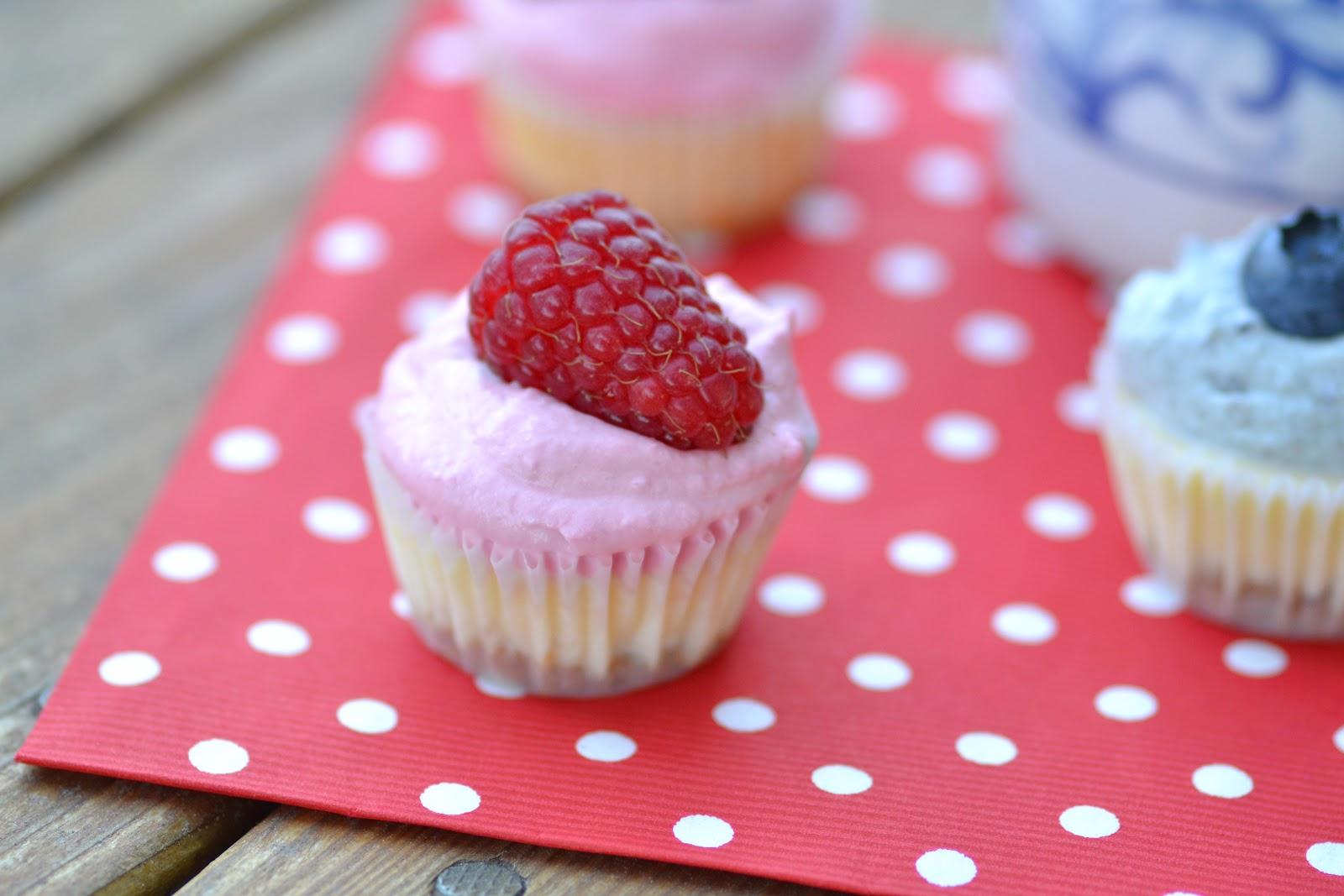 Chocolate Sour Cream Cupcakes With Raspberry Cheesecake ...