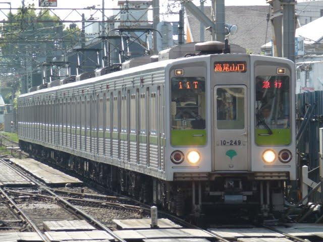 京王電鉄 急行 高尾山口行き7 10-000形240F