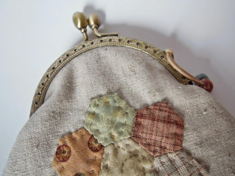 Monedero flor de patchwork sobrehilos