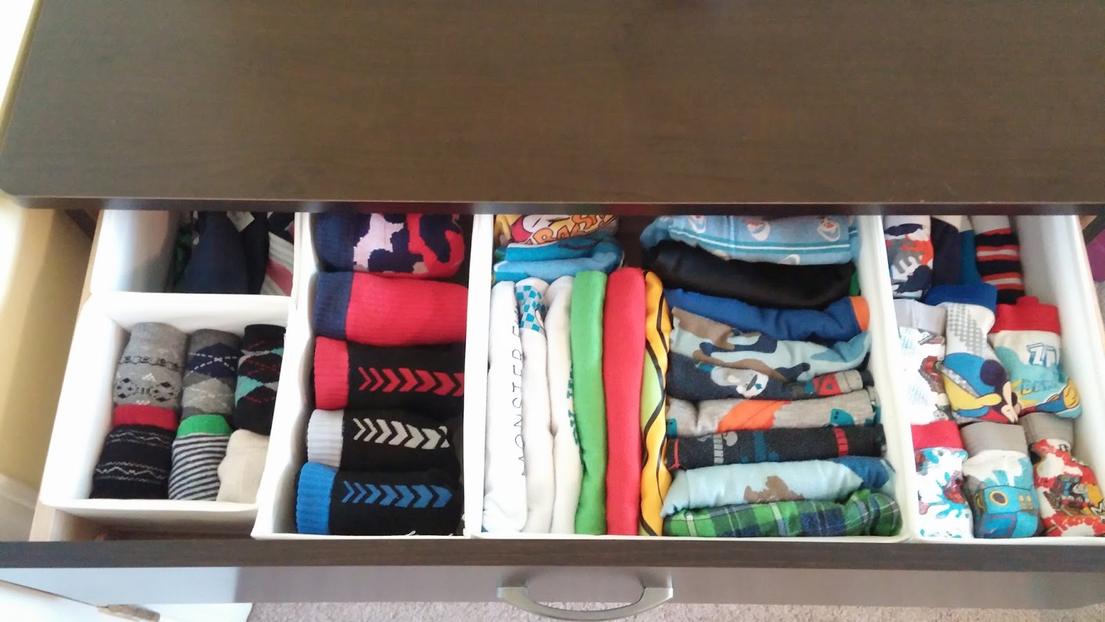 restore order organizing kids clothes in drawers. Black Bedroom Furniture Sets. Home Design Ideas