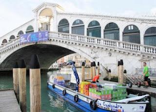 Come i bar di Venezia vengono riforniti di acqua e bibite