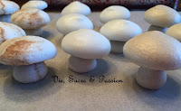 Meringue mushrooms tutorial (for Christmas logs)