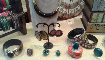 Bisuteria. Pulseras, collares, anillos, pendientes