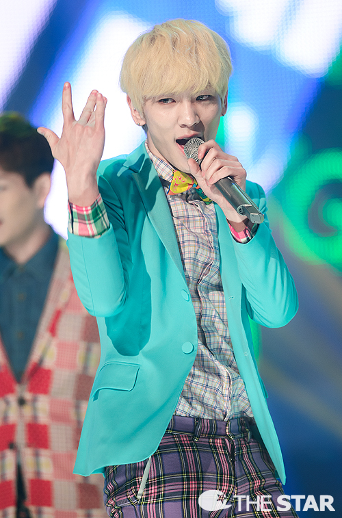 Shinee wins 4 times on Show Champion 130320