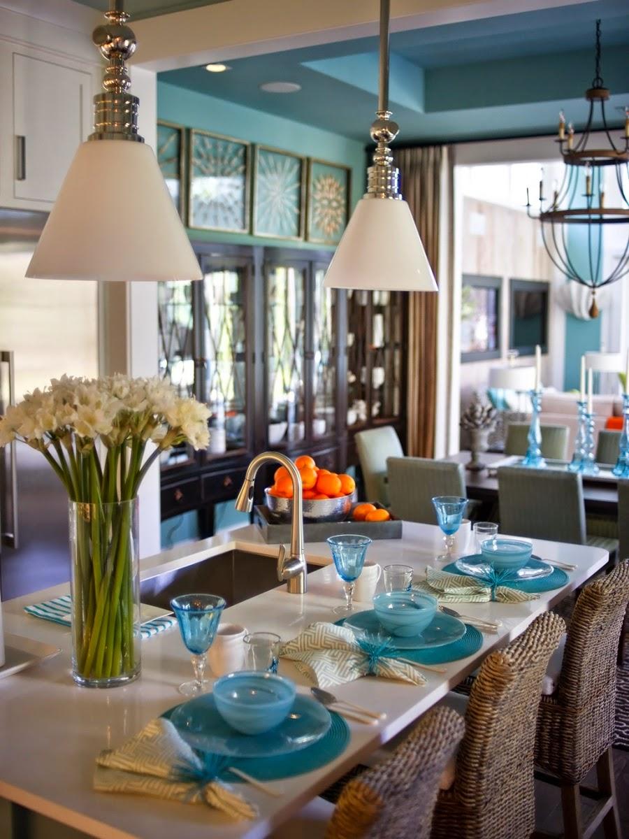 dom, wnętrza, mieszkanie, wystrój wnętrz, home decor, aranżacje, dekoracje, kuchnia, jadalnie, wyspa kuchenna, błękit, turkus, mięta, szarości, zastawa, barek, blat, krzesła, nakrycie, lampy