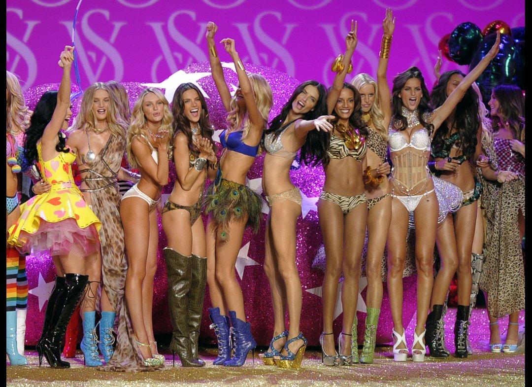 http://2.bp.blogspot.com/-cHnjh6WMp14/TtELkMD5RUI/AAAAAAAAAOc/StYMhZAK9-E/s1600/Victoria_Secret_Fashion_Show_2011_05.jpg