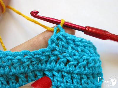 Changing Yarn in Double Crochet - step by step instruction by Pingo - The Pink Penguin