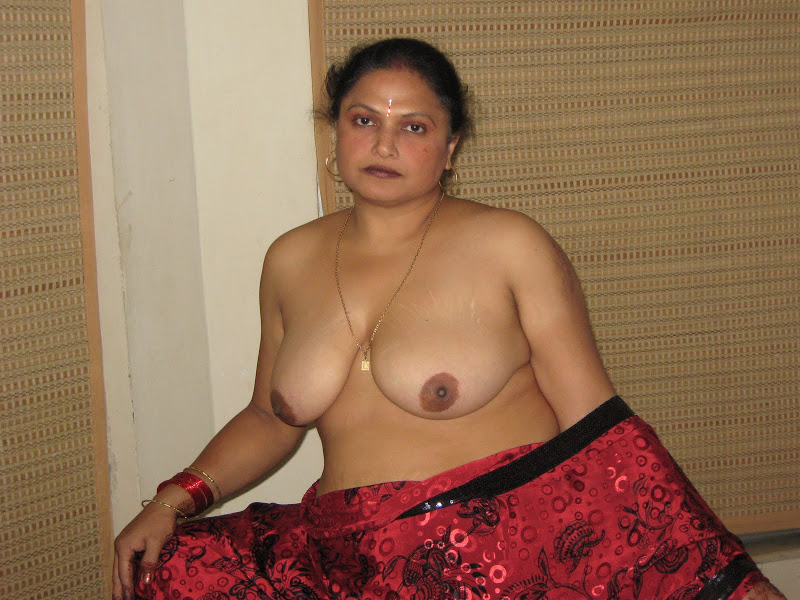 Nude Desi Indian Aunty Showing Boobs