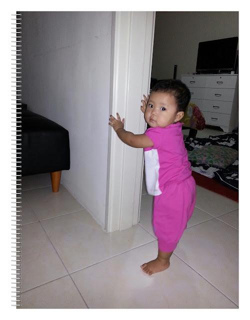 Baby Auni berjalan