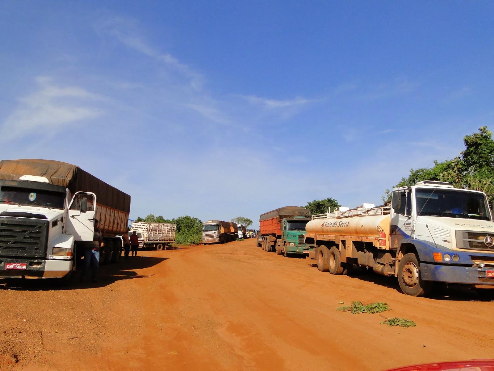 Ponte quebrada interrompe tráfego de caminhões na MT 240 entre Água Boa e Nova Nazaré