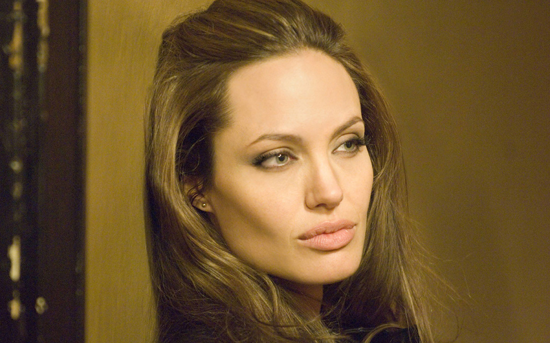 http://2.bp.blogspot.com/-cJ1bw-tSgXg/UOYLhGFspJI/AAAAAAAABNk/VwSYI3WsJ04/s1600/Angelina-Jolie-Wanted-angelina-jolie-31763127-1440-900.jpg