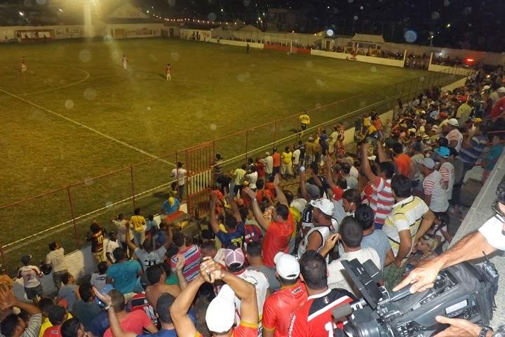Limoeiro news centro limoeirense vence o vit ria de virada for Administradores de fincas vitoria
