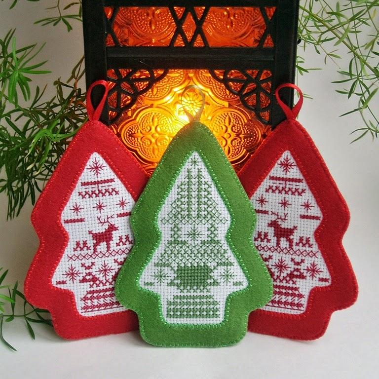 Новогодние подвески-елочки из фетра с вышивкой
