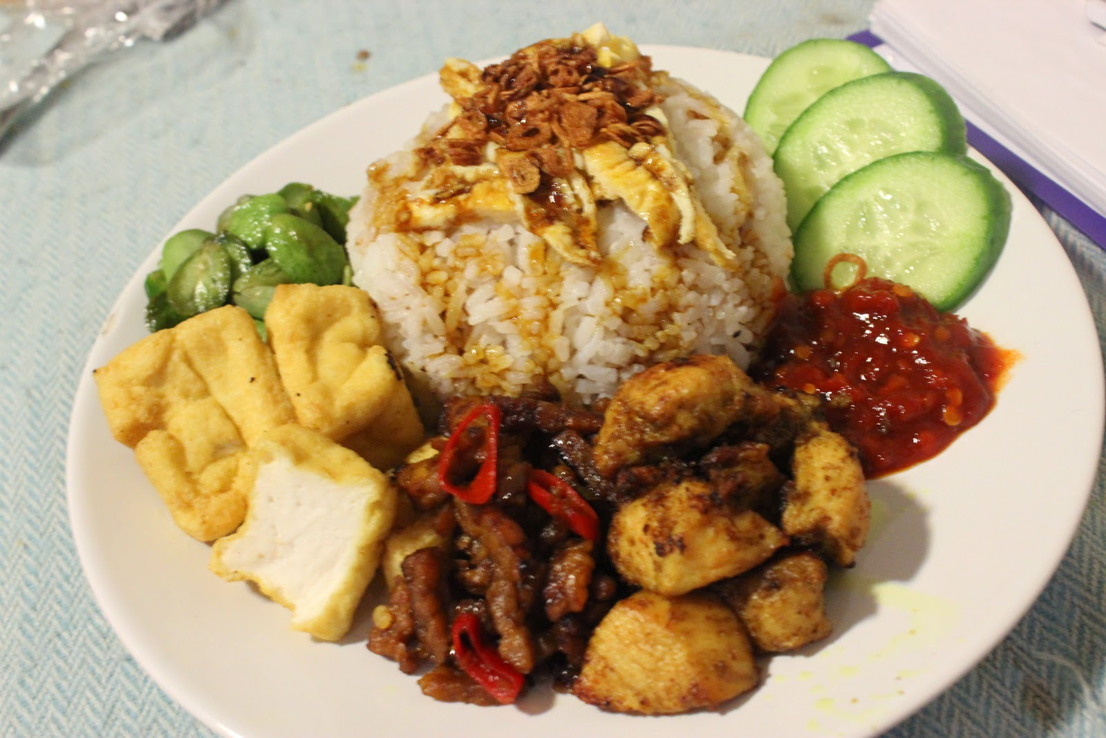 The Hungry Foodtech Nasi Uduk Komplit Indonesian Coconut Steamed Rice With The Lot
