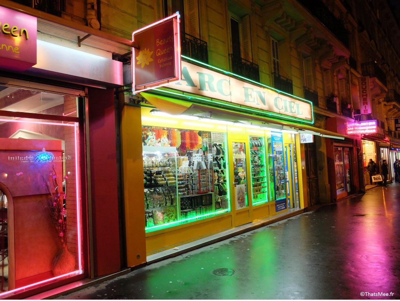 Shops indien pakistanais Néons de Gare du nord à Paris by night ThatsMee.fr