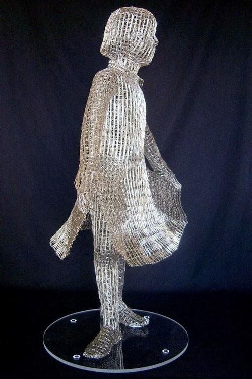 03-New-Dress-Italian-Artist-Pietro-DAngelo-Paper-Clips-Sculptures-www-designstack-co