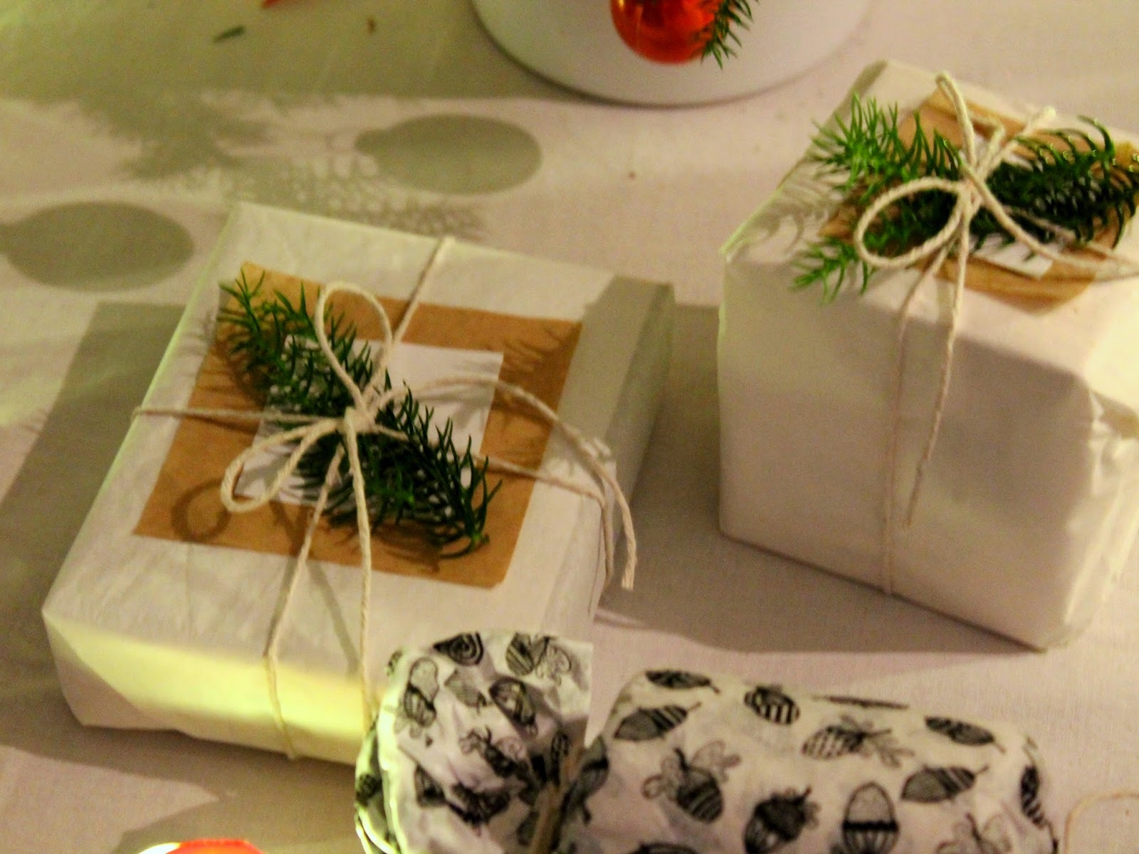 simple and easy yet stunning gift wrapping for christmas