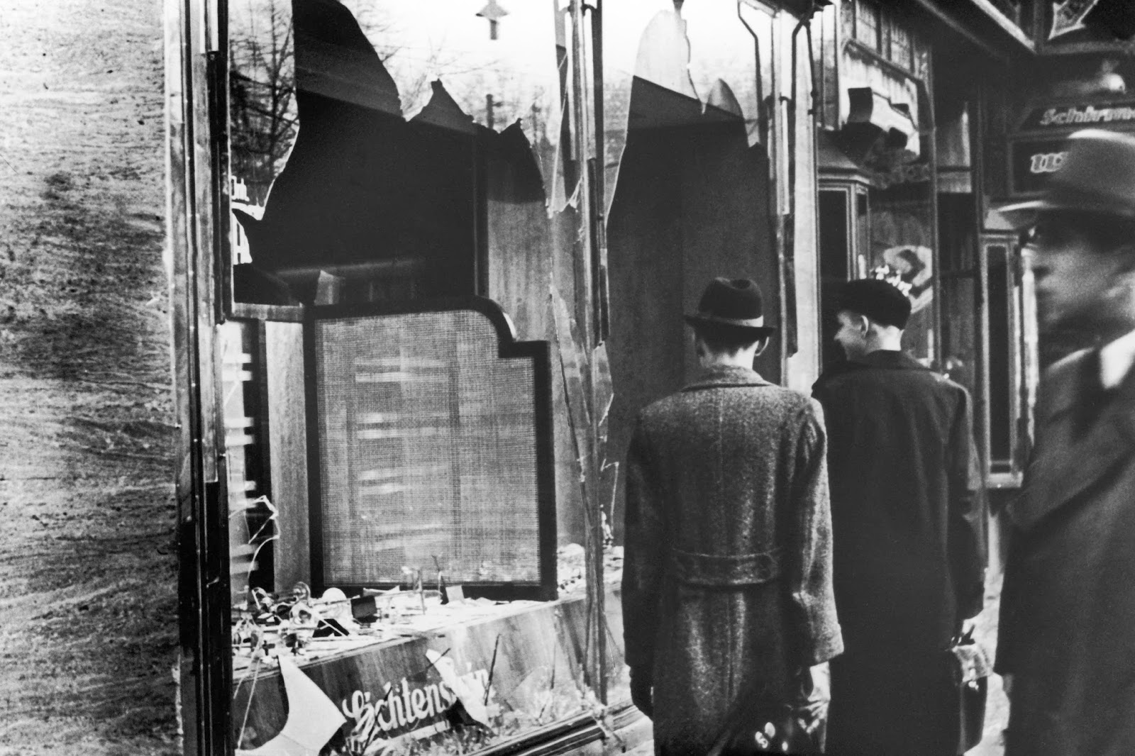 kristallnacht the night of broken glass People & events kristallnacht on the night of november 9, 1938, the sounds of breaking glass shattered the air in cities throughout germany and parts of austria while fires across the countries devoured synagogues and jewish institutions.