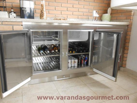 Balcão refrigerado com 2 portas em aço inox escovado + gaveta gela-copos