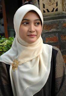 Doi juga pernah menjadi model freelance Skaters (2007) . Gadis cantik ...