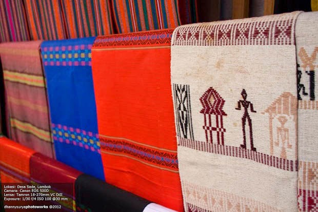 Kain Tenun Songket asli buatan warga Sade Rambitan Lombok