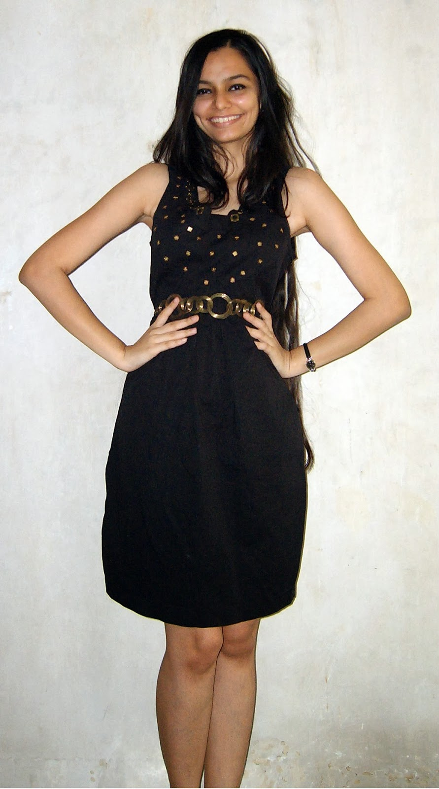 party outfit ideas, black and gold dress, necklace and a belt, looped bet, indian streetstyle, mumbai streetstyle