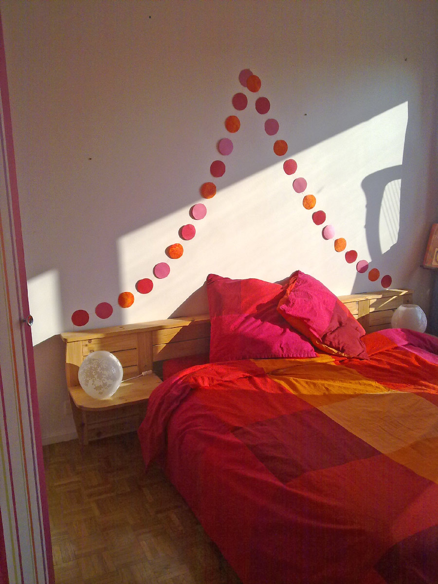 faire ses propres guirlandes en papier pour gayer sa d co. Black Bedroom Furniture Sets. Home Design Ideas