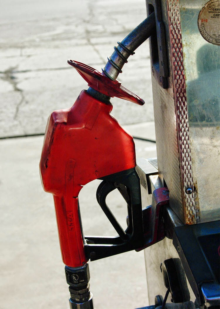 Consumer exposure to oils and lubricants