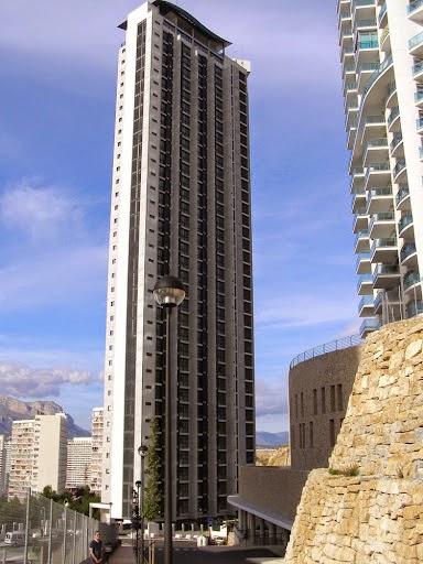 el kronos es el edificio ms alto de espaa con plantas y metros esta situado en levante fue inaugurado en
