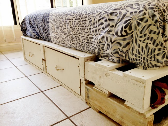 Diy pallet bed for How to make a pallet bed with drawers