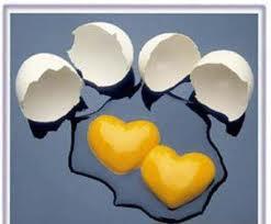 Kırılmış yumurta sarısından kapler sevgiyi anlatan