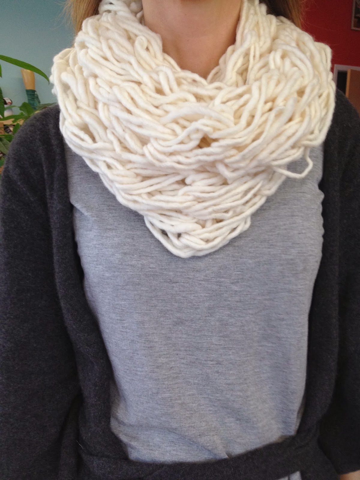 Col g ant tricoter avec les bras la julie factrie - Tricot avec les bras couverture ...