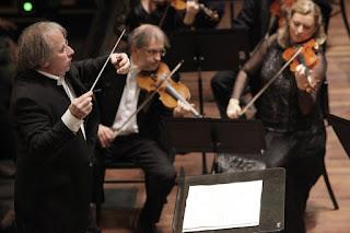 András Keller conducting concerto Budapest - photo: Benkő Sándor